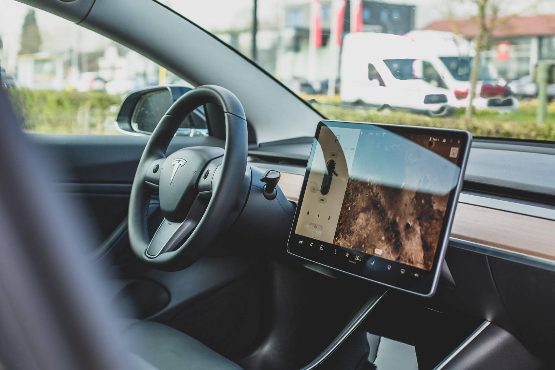 Tesla Self-Drive beta software is out: You should see a button soon